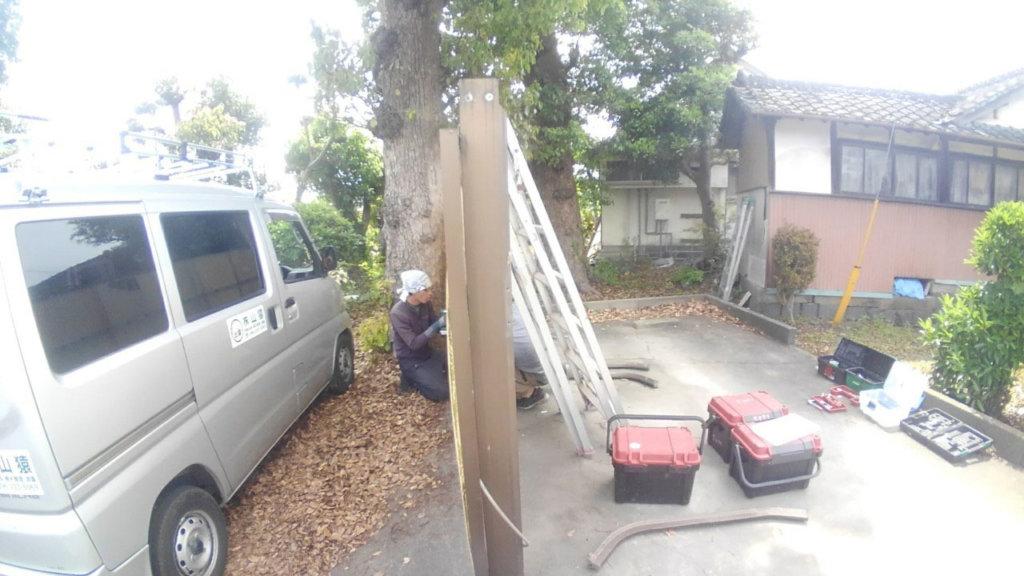 ブランコ、鉄棒は基礎まで掘り起こして搬出。